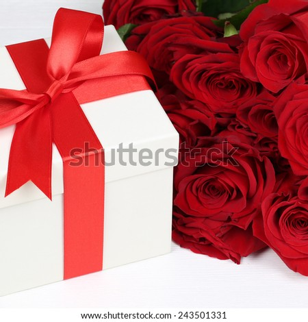 Present with roses flowers for birthday gifts, Valentine\'s or mother\'s day