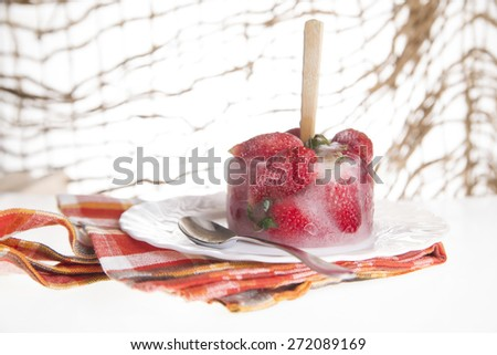 presentation of a cream based on strawberry fruit plate