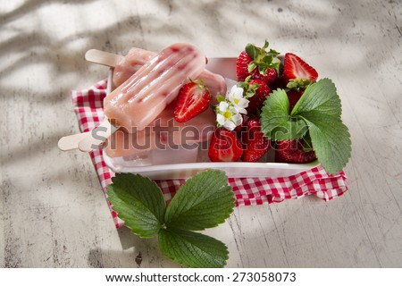 Presentation of a cream made of fruit on the plate strawberry