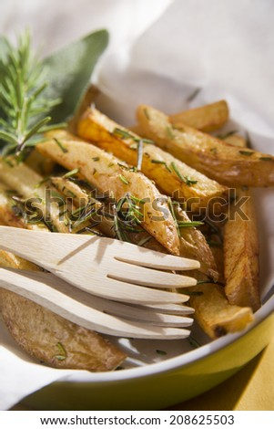 Presentation of a plate of homemade potato chips