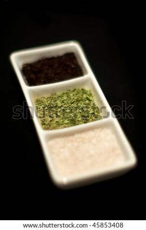 Presentation of condiments assortment