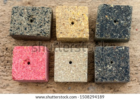 Pressed oilcake briquettes with the addition of aromatic additives - strawberries, flax, hemp. It is used as feed for animals, birds and fish. One of the feed ingredients.