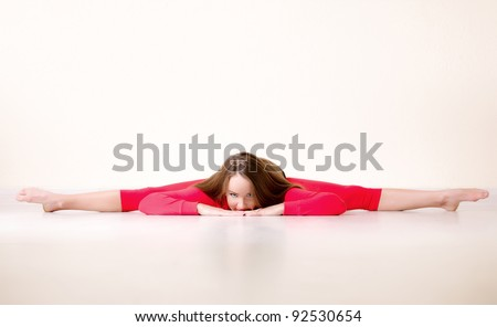 Pretty flexible dancer woman sit on floor in dance studio for Dance where you sit on the floor