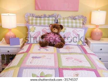 Pretty Kids room, toddlers pink bedroom decor style