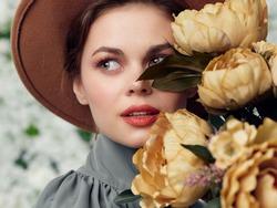 pretty woman bouquet flowers glamor closeup womens holiday