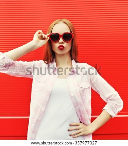 pretty woman in red sunglasses...
