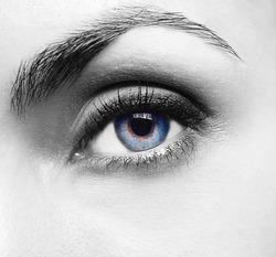 Pretty woman�s eye close up