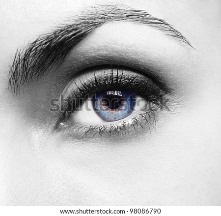 Pretty woman�s eye close up