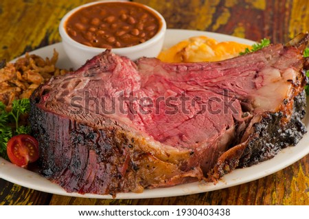 Prime Rib. Beef Prime Rib bbq. Beef rubbed in spices and seasoning and slow cooked in a smoke house with mesquite wood chips. Traditional barbecue Texas Smoke House beef prime rib.  Stockfoto ©