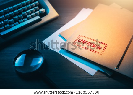 Private investigator desk with confidential envelopes