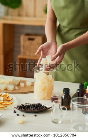 Process of making soap with essential oils and coffee at home