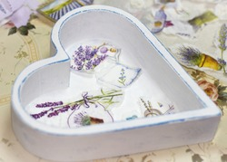Process of manufacture beauty tray in style a decoupage