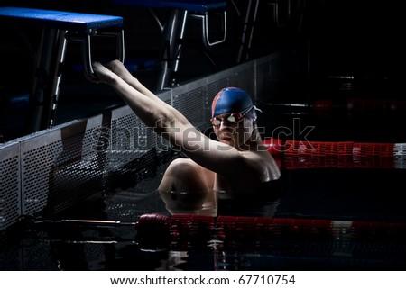 Professional swimmer holding start bar