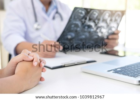 Professor Doctor report and recommend a method with patient treatment, results on brain x-ray film About the problem of the patient.
