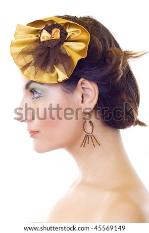 profile picture of a beautiful woman wearing a yellow brooch and beautiful makeup