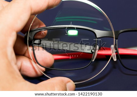 Progressive lenses are lenses suitable for elderly eyes (Presbyopia).