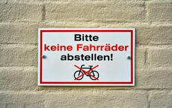 Prohibition sign. Do not park bicycles sign in German. Means Letters with Bitte keine Fahrr?der abstellen!
