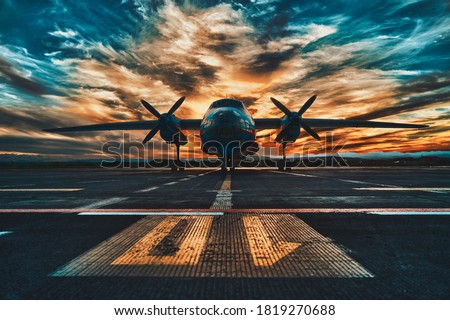 Propeller driven aircraft parked at sunset Foto stock ©