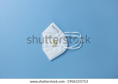 Protective face mask N 95, building respirator with gel filter on pastel blue background, closeup, flatly, minimal. Hygiene concept, prevention of spread of viral infections, health care, harm. Stock foto ©