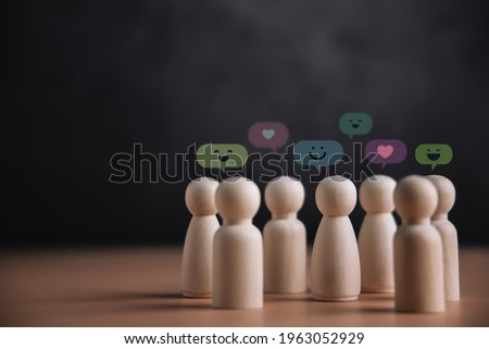 Psychology Personality Concept. Extrovert Person. person who Happy and Enjoy by Talking, Interaction, Party Often. presenting by wooden peg dolls Foto stock ©