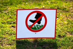 public sign to ban walking on green grass