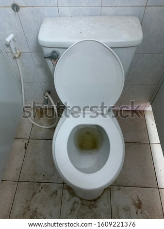 Public toilets that have not been cleaned for a long time