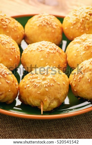 Puff pastries with meat (samosa) - traditional uzbek and indian pasrty.  Stok fotoğraf ©
