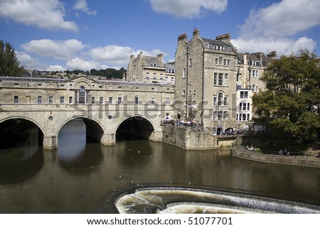 Pulteney Bridge over the river Avon in Bath, England. It is lined with shops on both sides. Georgian architecture.