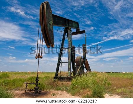 Pump-jack in front of power mills