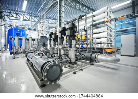 Pump station for reverse osmosis industrial city water treatment station. Wide angle perspective Foto stock ©