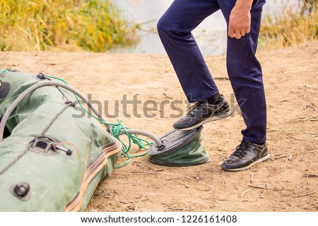 Pump the inflatable boat, pump the leg #1226161408
