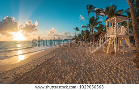 Punta Cana sunrise over Caribbean beach in  with lifeguard station. Foto d'archivio ©