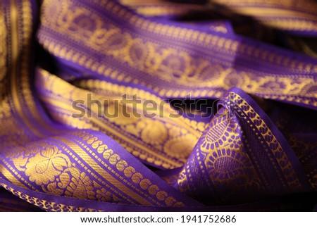 Purple violet Indian Sari border with gold paisley pattern. purple background. Zdjęcia stock ©