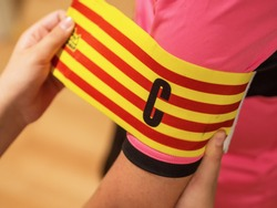 Putting the captain's armband to a player before the game starts