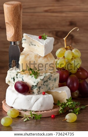 Pyramid of cheese, thyme and two grapes.