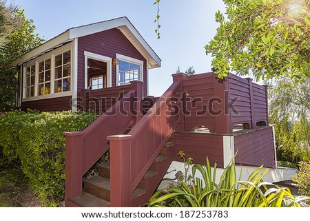 Quaint artist studio, Guest house, with scenic view in California style craftsman home