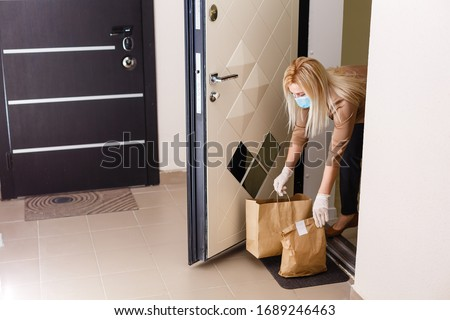 Quarantine or self isolated family receiving food to door Stock photo ©