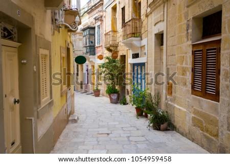 Quiet and pleasant backstreet in Vittoriosa Birgu Malta. Foto d'archivio ©