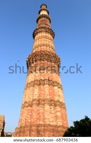 QUTUB MINAR is a 73 m high tower was built in 1193 by Qutab-ud-din Aibak after the defeat of Delhi's last Hindu kingdom. It is made of Red Sandstone. It is 15 m dia at the base and 2.5 m at the top. Stock fotó ©