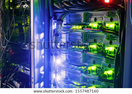 Racks with server equipment are in the dark room of the data center. Colorful indication of the network interests of the Internet router. Information Technology Concept. Foto stock ©