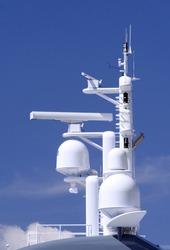 Radar and loran navigational antenna
