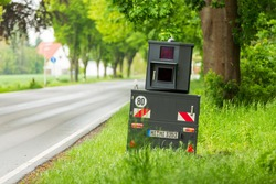 Radar control with an anti-tank speed camera on a country road