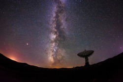Radio telescopes and the Milky Way at night