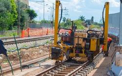 Rail excavator on reconstruction of the railway rails