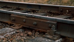 Rail rails on sleepers with bolts and nuts
