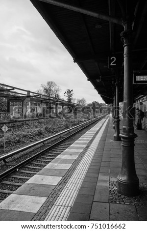 railway platform #751016662
