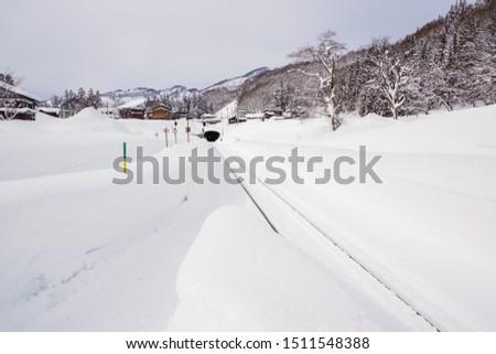 Railway running in one of Japan's leading heavy snowfall areas #1511548388