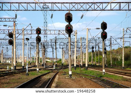 Railway traffic lights show a stop signal .