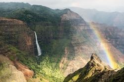 Rainbow according to the Waimea Canyon, Kauai, Hawaii-2