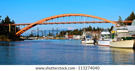 Rainbow Bridge over the Swinomish Channel in the old historical village of La Conner with Mount Baker in the background, Washington, USA